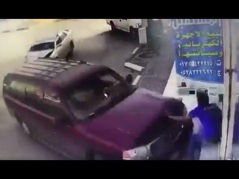اليمن اليوم- سيارة مسرعة تقتحم محلًا في السعودية