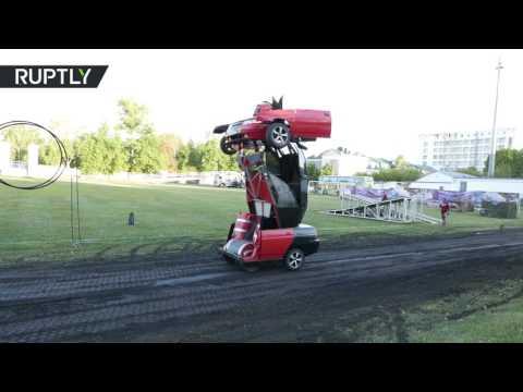اليمن اليوم- بالفيديو  مهندس روسي يحول سيارة إلى روبوت حربي