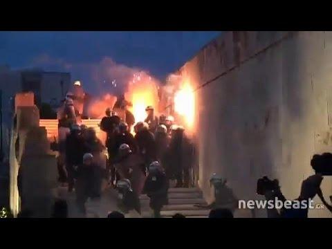 اليمن اليوم- شاهد الحكومة اليونانية بين سندان الاحتجاجات الشعبية ومطرقة الدائنين الدوليين