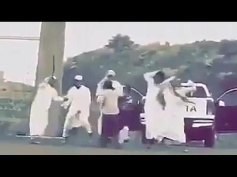 اليمن اليوم- بالفيديو لحظة اعتداء طلاب على عامل داخل جامعة في السعودية