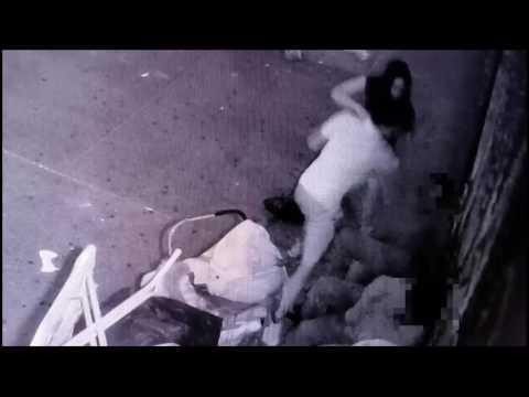 اليمن اليوم- لحظة اعتداء شاب على رجلين في الشارع