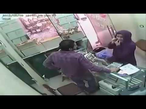 اليمن اليوم- بالفيديو لحظة سرقة امرأة لمحل ذهب