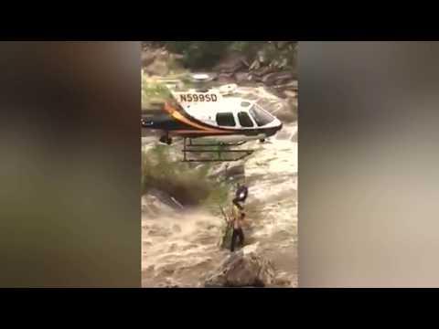 اليمن اليوم- شاهد لحظة إنقاذ شاب علق وسط مياه الفيضانات بطائرة هليكوبتر