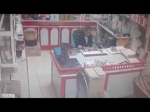 اليمن اليوم- فتاة تسرق موبايل من داخل محل في الإسماعيلية