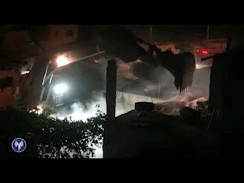 اليمن اليوم- شاهد الجيش الإسرائيلي يهدم منزل منفذ عملية حلميش عمر العبد
