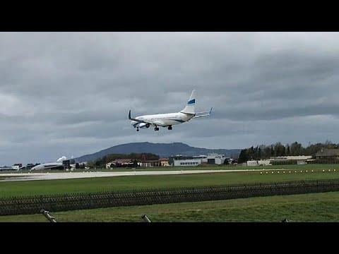 بالفيديو هبوط لطائرة يكاد يتحول إلى حادث مأساوي