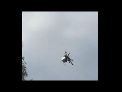 بالفيديو طائرة بدون طيار تسقط على رؤوس المتفرجين في اليابان