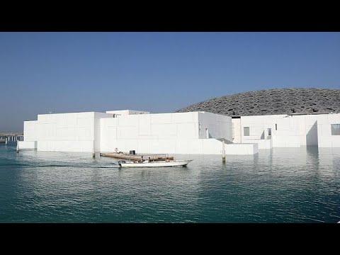 شاهد الشرق والغرب يلتقيان في افتتاح متحف اللوفر أبوظبي