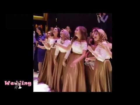 شاهد صديقات العروس يهدينها أغنية من تأليفهن