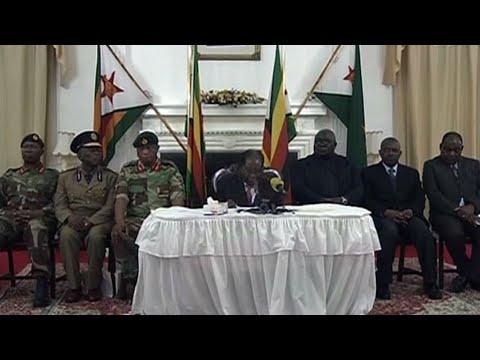 موغابي يتمسك بالسلطة ويتحدى المطالبات باستقالته