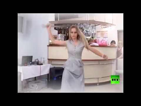 شاهد فتاة روسية تستعرض مهاراتها في الرقص بالسيف