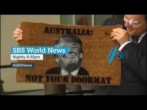 شاهد رئيس وزراء أستراليا يطبع صورة ترامب على ممسحة الأحذية