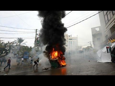 شاهد مواجهات في مظاهرة أمام السفارة الأميركية في بيروت