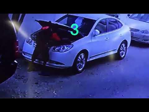 شاهد لحظة سرقة صبي بطارية سيارة من أمام منزل صاحبها