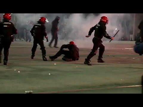 مقتل شرطي إسباني خلال مظاهرات بين مشجعي سبارتاك موسكو وأتليتيكو بلباو