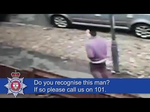 بالفيديو طفلة تصارع لصًا يحاول سرقة هاتفها المحمول