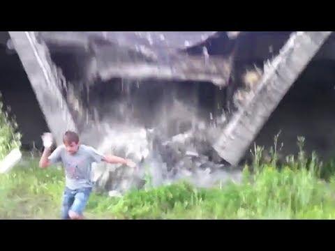 بالفيديو شاب ينجو من انهيار مبنى في اللحظة المناسبة