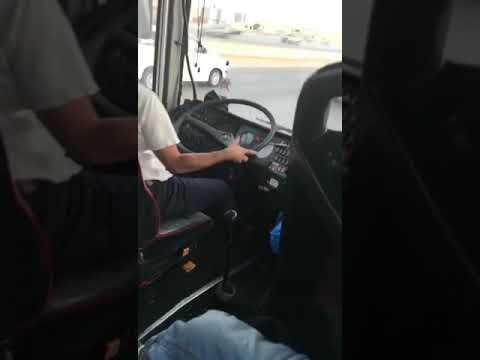 بالفيديو سائق يعرض حياة الركاب للخطر
