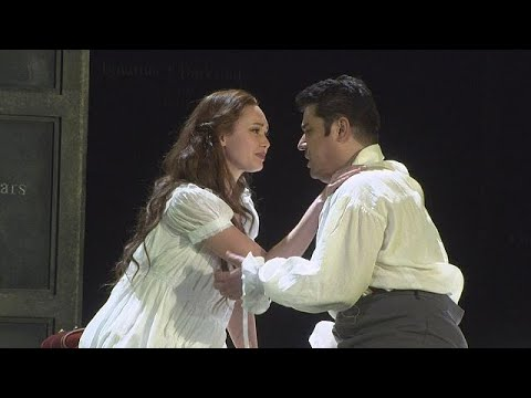شاهد  أوبرا غونو روميو وجولييت تفتن مدينة برشلونة