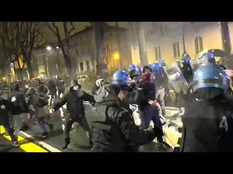 شاهد اليساريون يشتبكون مع الشرطة الإيطالية