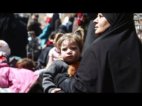 شاهد خروج المئات من المدنيين من الغوطة الشرقية