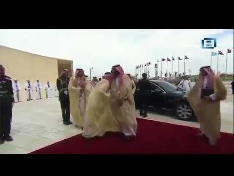 شاهد لحظة وصول ولي العهد مقر انعقاد القمة العربية في الظهران