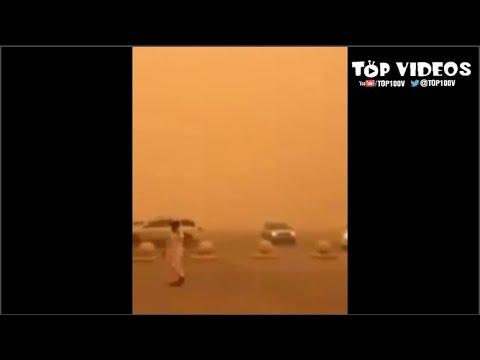 مدير مدرسة يستقبل الطلاب بسبب الغبار