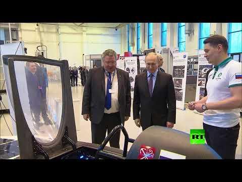 الرئيس بوتين يتعرف على سيارة شمسية صممها الطلاب الروس