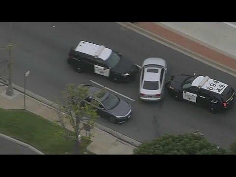 مطاردة هوليوودية بين سائق بارع والشرطة الأميركية