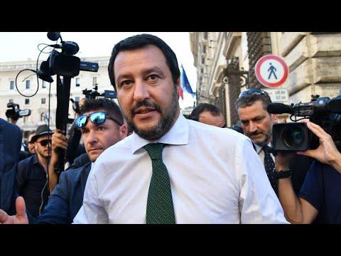 شاهد وزير الداخلية الإيطالي يهاجم الغجر