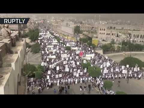 شاهد الآلاف يُشاركون في مسيرة لذكرى الصرخة في صنعاء
