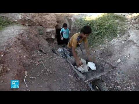 سكان إدلب يحفرون ملاجئ استعدادًا لهجوم محتمل للقوات السورية