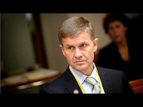 شاهد  رئيس برنامج البيئة التابع لمنظمة الامم المتحدة يستقيل من منصبه
