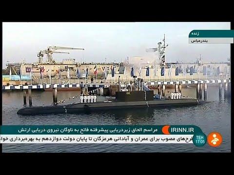 شاهد حسن روحاني يدشّن غواصة جديدة محلية الصنع مزودة بصواريخ