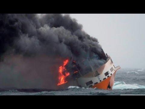 شاهد غرق سفينة شحن إيطالية تحمل مواد خطيرة قُرب السواحل الفرنسية