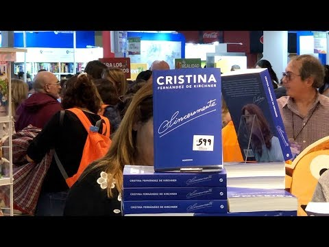 شاهد الرئيسة الأرجنتينة السابقة كريستينا دي كيرشنر تقدم مؤلفًا جديدًا يعرض سيرتها الذاتية