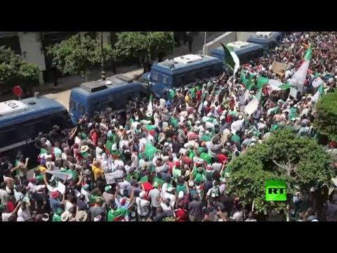 شاهد المئات يتظاهرون في الجزائر ضد الدولة العسكرية