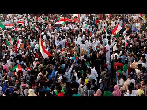 شاهد آلاف السودانيين يتظاهرون في ذكرى مرور 40 يومًا على فض الاعتصام الدموي