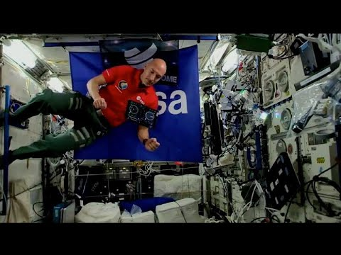 شاهد مراسل يتحول إلى أول دي جي يقدم عرضًا موسيقيًا من الفضاء