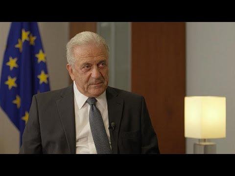 شاهد مفوض شؤون الهجرة الأوروبية يؤكد ضرورة الحفاظ على التعاون مع تركيا