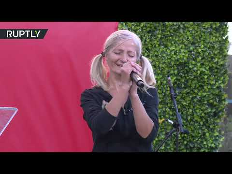 شاهد المشردة صاحبة فيديو مترو الأنفاق تعمل مغنية في صفقة العمر
