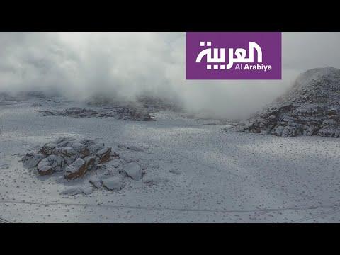 الثلوج تودِّع جبال تبوك السعودية بعد زيارة خاطفة