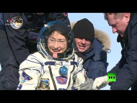 رائدة الفضاء الأمريكية على الأرض بعد أطول مدة بقاء امرأة هناك
