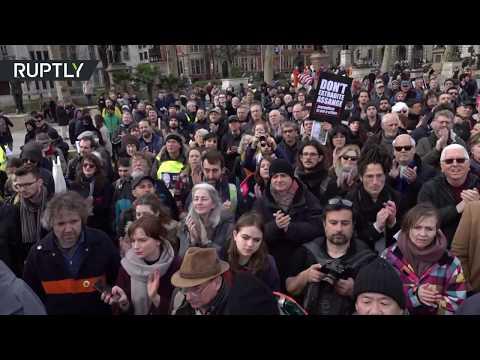 شاهد مظاهرة في لندن دعما لمؤسس موقع ويكيليكس جوليان أسانج