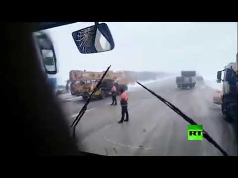 شاهد تساقط الثلوج في إيران يتسبب في حادث مروري مروع
