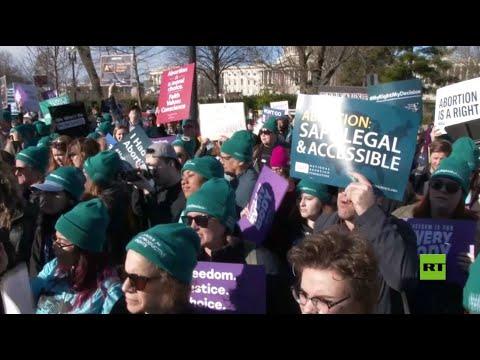 شاهد مؤيدو الإجهاض يتظاهرون ضد القيود المحتملة في لويزيانا