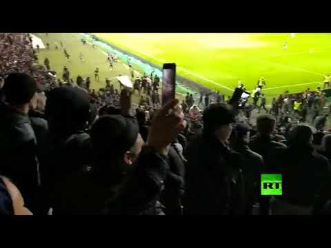 لاعبون في روسيا يوقفون مباراة لفك شجار بين المشجعين