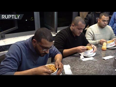 شاهد تحدي وجبة الكشري في مصر