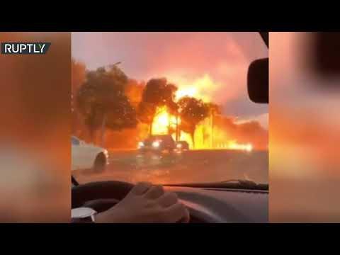 شاهد لحظة انفجار خط كهربائي بعد أن ضربته صاعقة في روسيا