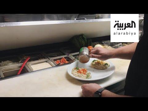 شاهد أكلة الكبسة السعودية الشهيرة تصل إلى كاليفورنيا